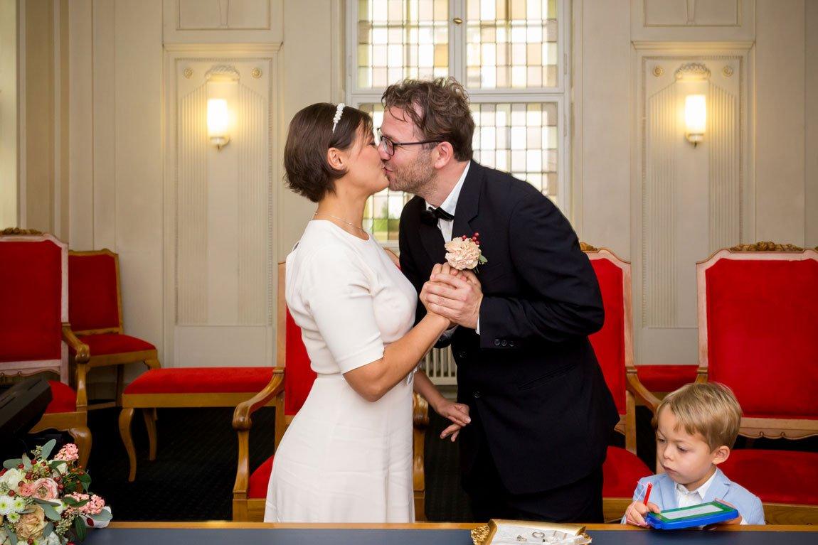 Hochzeit_Standesamt_Schoeneberg-(7-von-12)