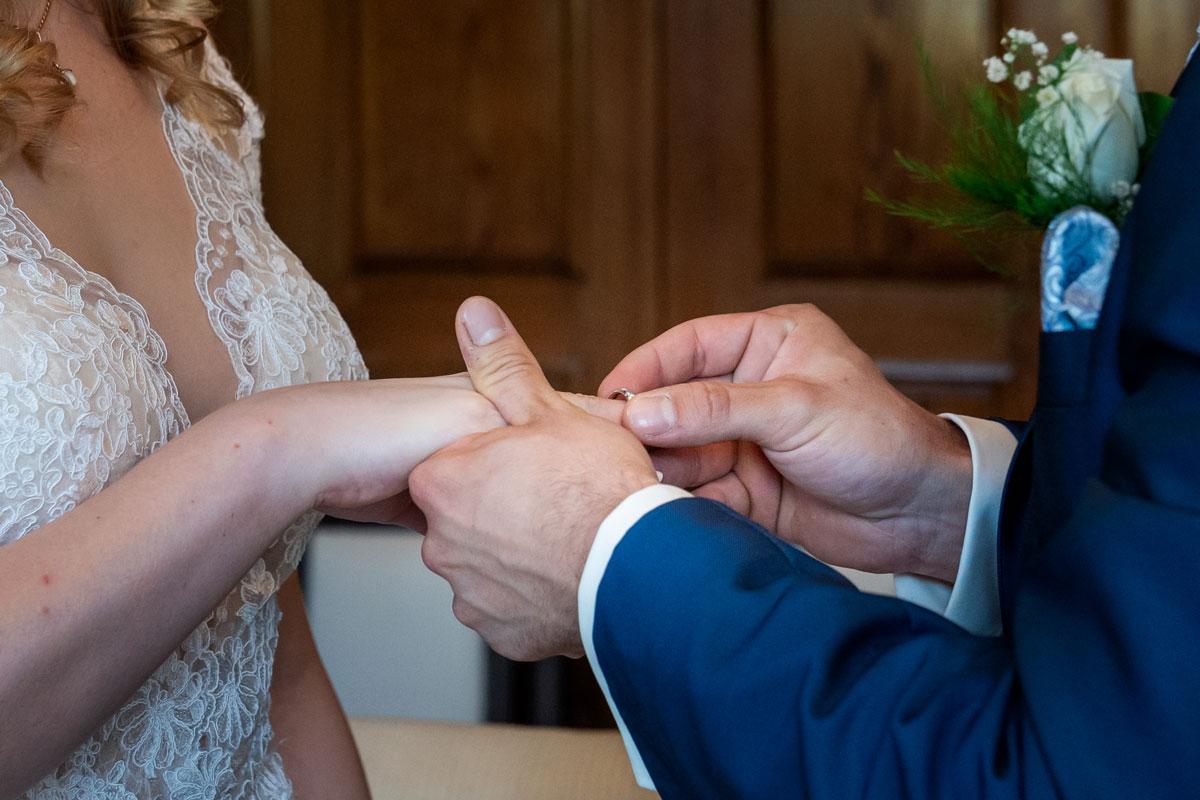Hochzeitsfotos-Standesamt-Bernau-MT-(2-von-10)