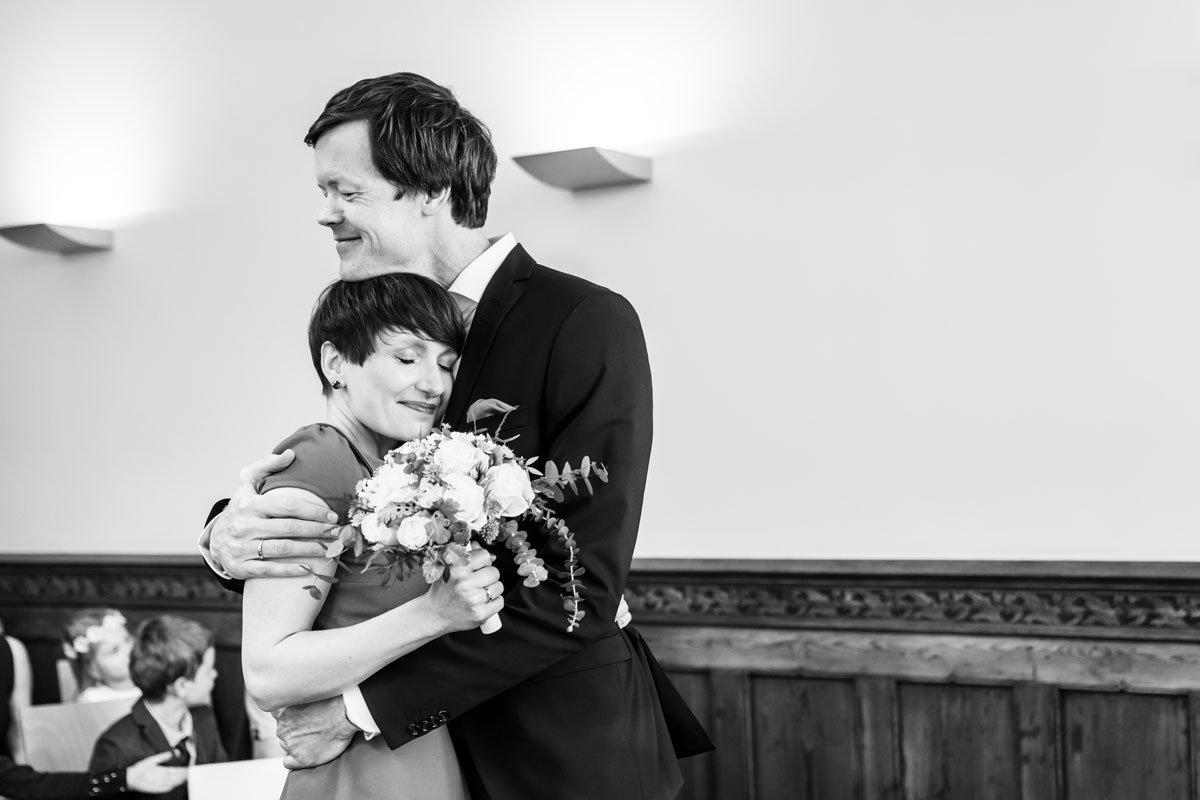 Hochzeitsfotos-Standesamt-Rathaus-Lichtenberg-V-F-(2-von-13)
